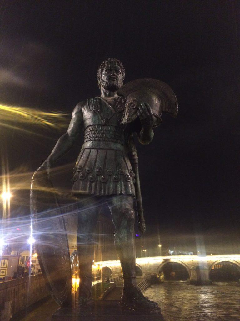 iliryalı savaşçı anıtı üsküp