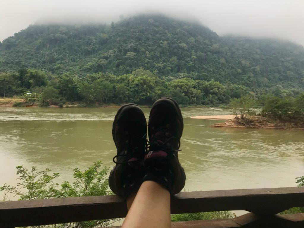 muang ngoi nehir manzarası